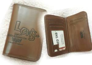 Dompet levi's - 70rb bahan kulit kw, lebar 10cm tinggi 14cm, slot uang 1, ada slot sleting 1, slot kartu 7, slot foto 1