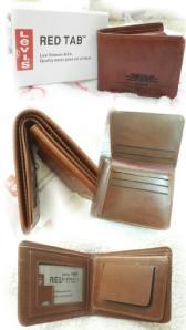 Dompet levis red tab - 70rb, bahan kulit kw, lebar 11cm tinggi 10cm, slot uang 2, slot sleting 1, kartu 5, slot foto 2